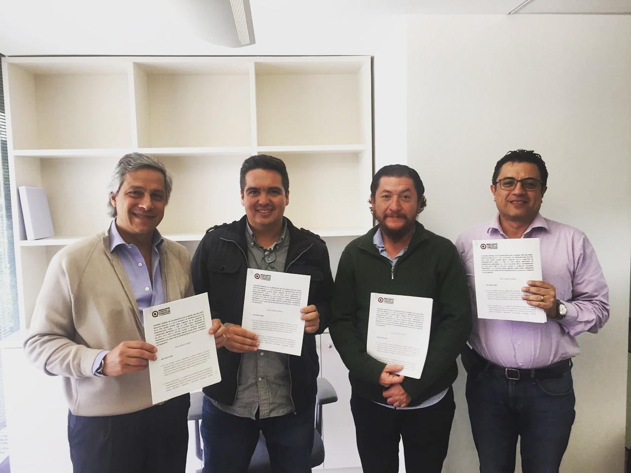 De izquierda a derecha: Claudio X González, presidente de Mexicanos Contra la Corrupción y la Impunidad (MCCI); Silber Meza, director de Iniciativa Sinaloa (IS); Francisco Cuamea, asociado fundador de IS; Daniel Lizárraga, jefe de información de MCCI.